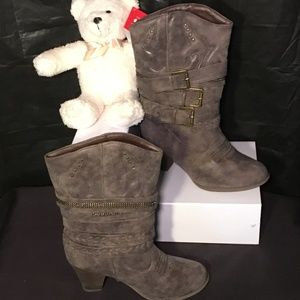 Sheryl Taupe boots by Leila Stone size 7 1/2 Med